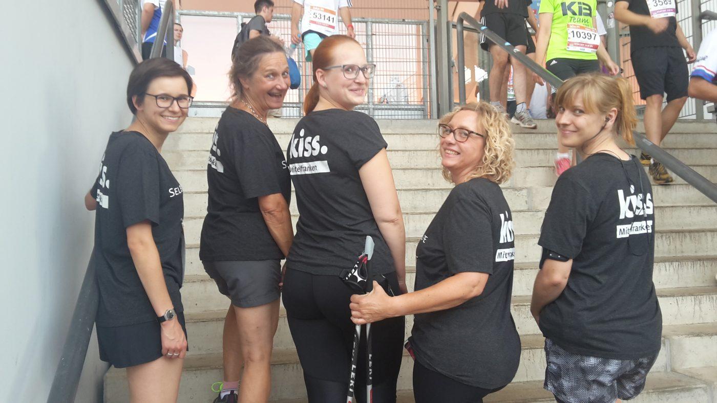 Kiss Team vor dem Lauf im Stadion