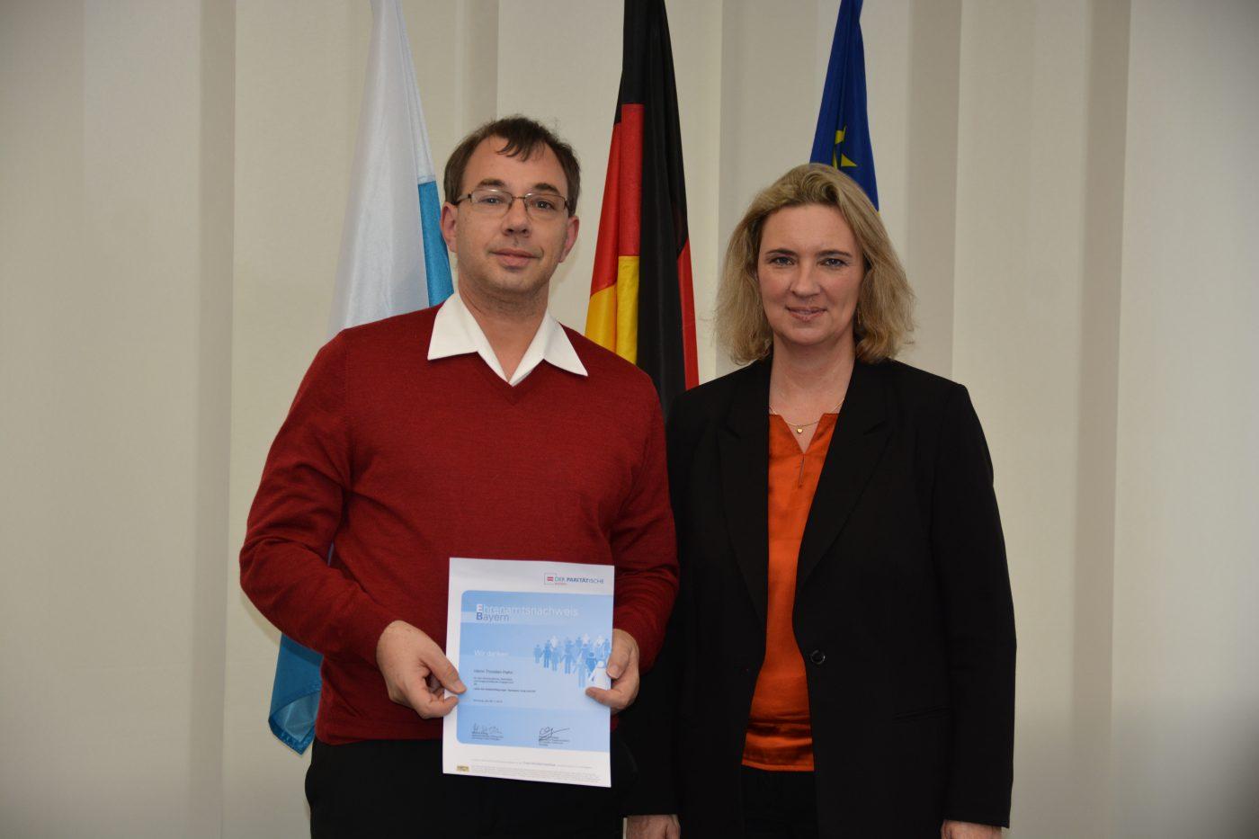 Thorsten Hahn und Sozialministerin Kerstin Schreyer
